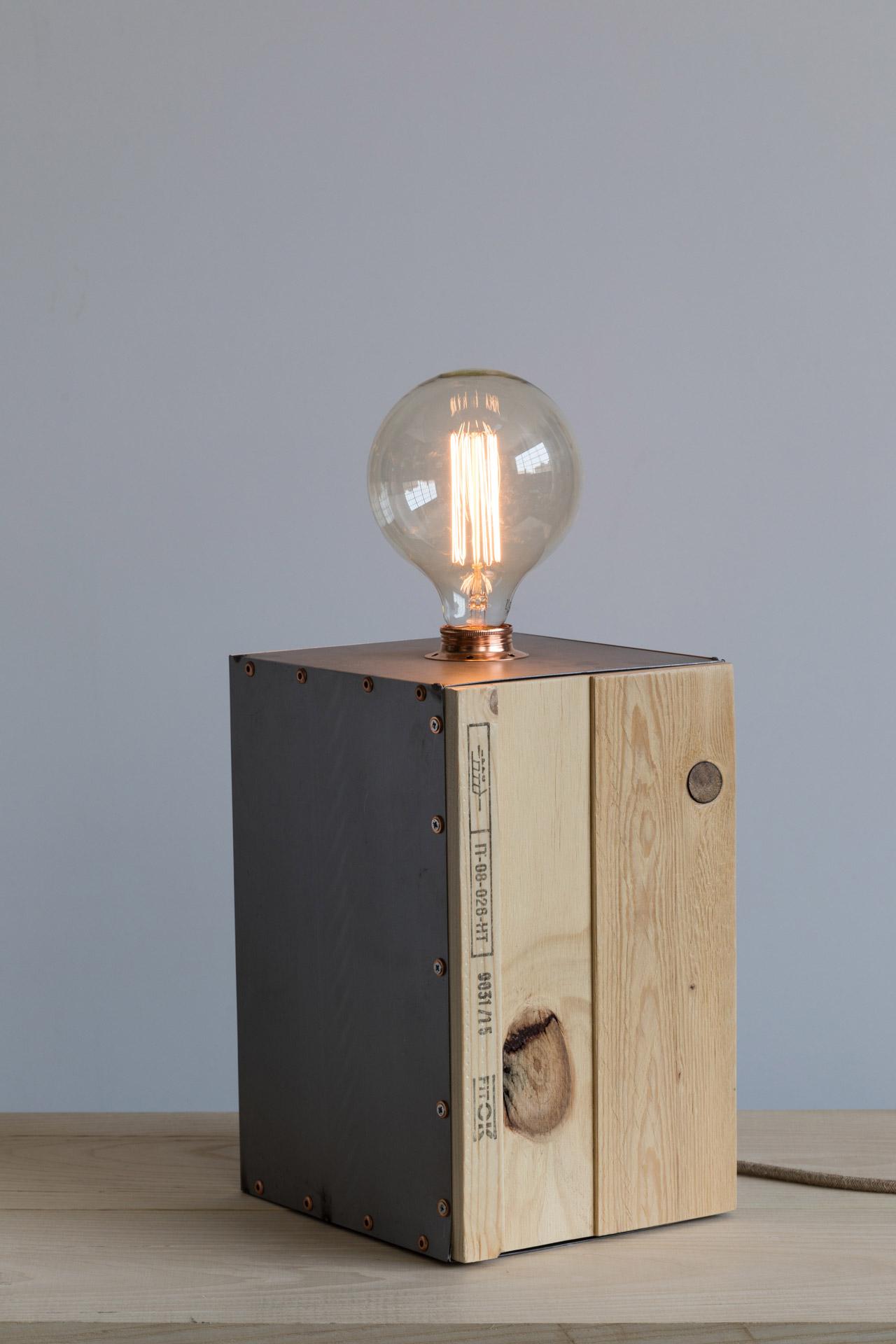 Lampada da tavolo Parallelepipedo illuminato evoluto, legno ferro e rame 220v E27