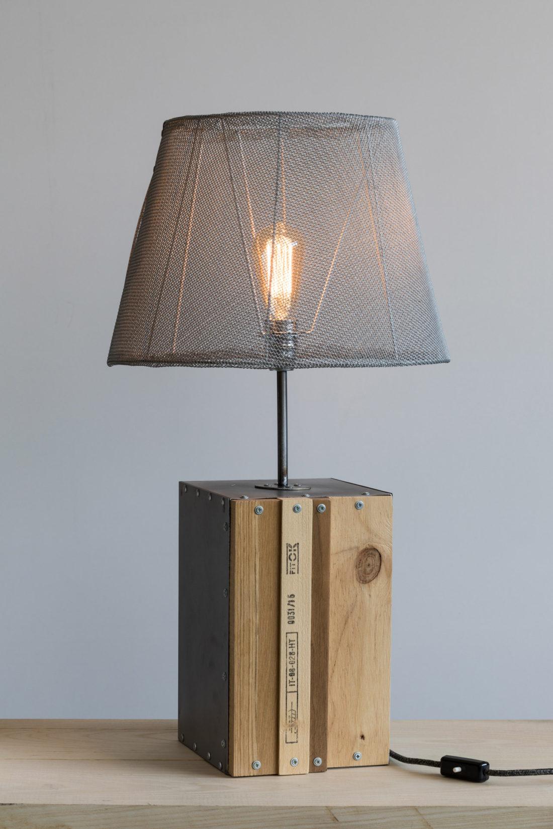 Lampada da tavolo Parallelepipedo cono illuminato, legno e ferro 220v E27
