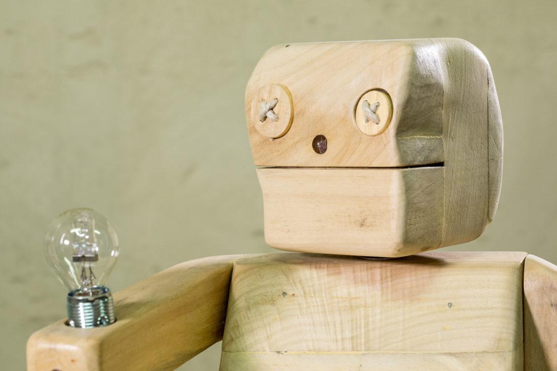 Pupezzo di legno fa luce per chi sogna