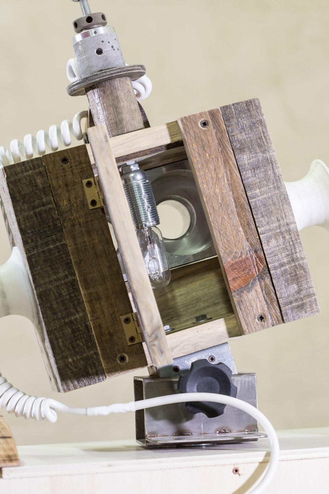 Piccola libreria ispirata ai robot anni 60
