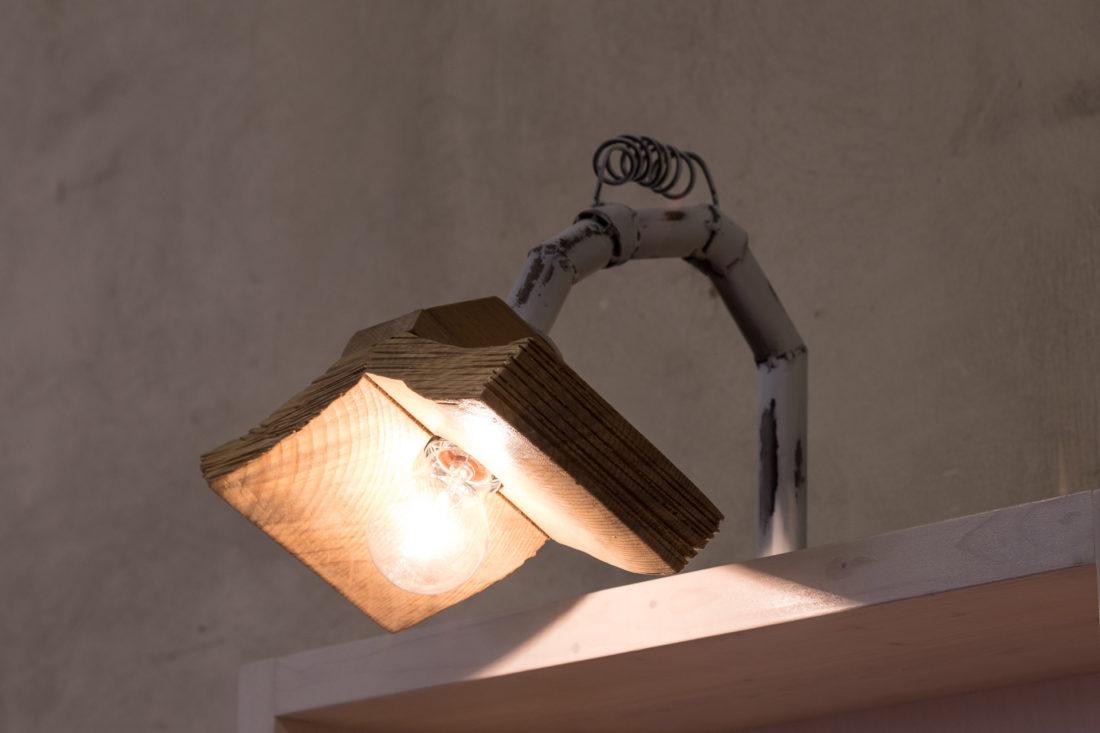 Libreria in lamellare abete sbiancato ripiani in legno massello